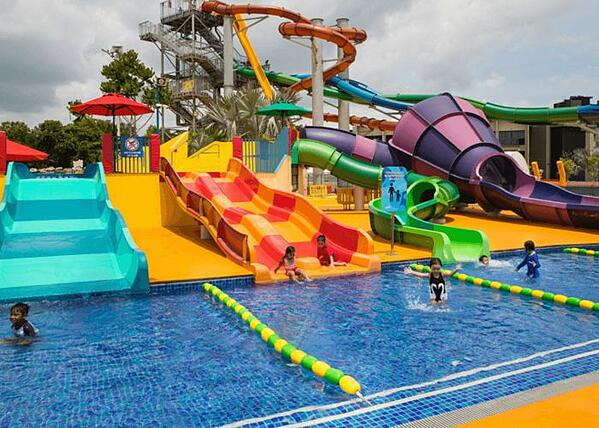 Wild-wild-wet-singapore-water-theme-park-pool